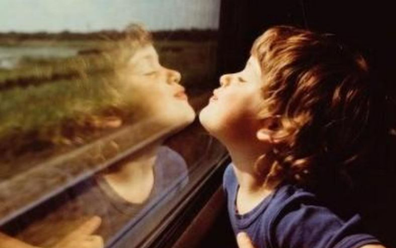 Come può un genitore facilitare lo sviluppo del disturbo narcisistico nel figlio?